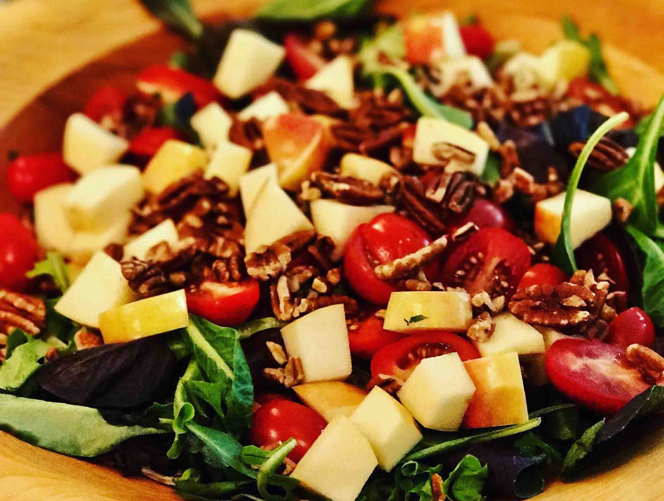 Fresh salad with apple and pecans